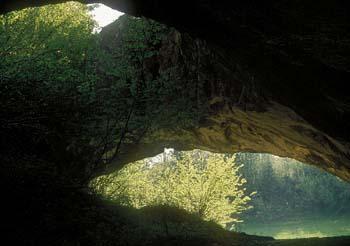 Željnske jame - igre svetlobe in teme