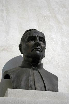 Doprsni kip Antonu Mahniču