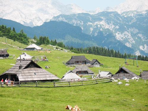 etno kmetije velika planina baba in ojstrica Preskarjeva bajta na Veliki planini