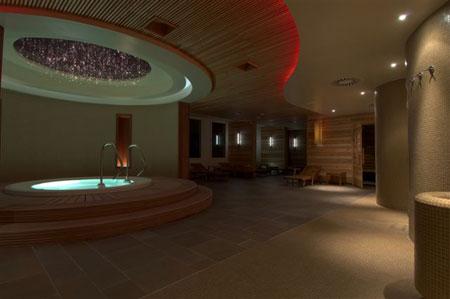 Pogled na masažni bazen in področje savn.