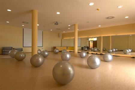 Dvorana za skupinske vadbe in poslovne seminarje.