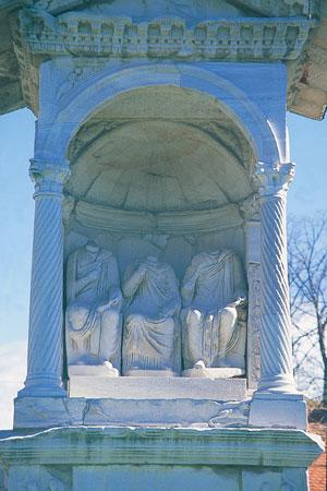 Del 8 m visoke grobnice družine Spektacijev