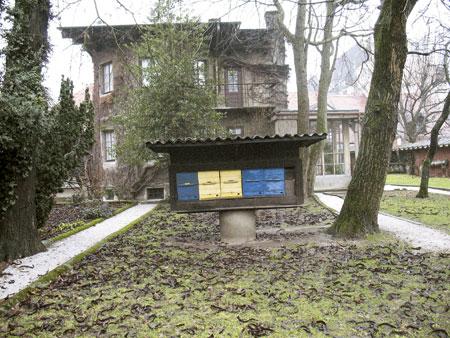 Hiša z vrta