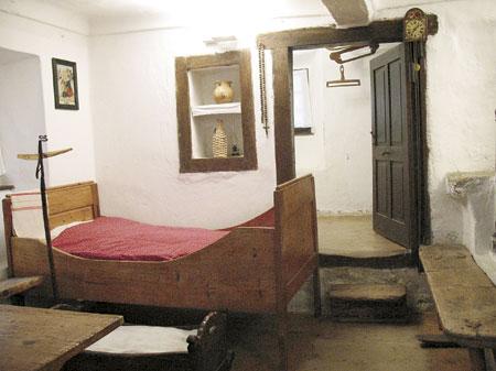 Del hiše in vhod v kamro