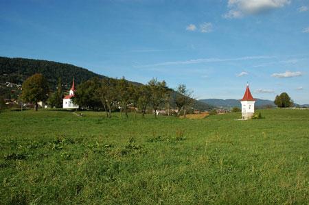 Mimo cerkve sv. Mihaela v Vavči vasi