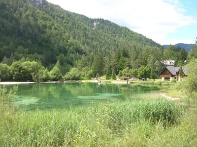 Jezero Jasna - pogled proti Kranjski Gori