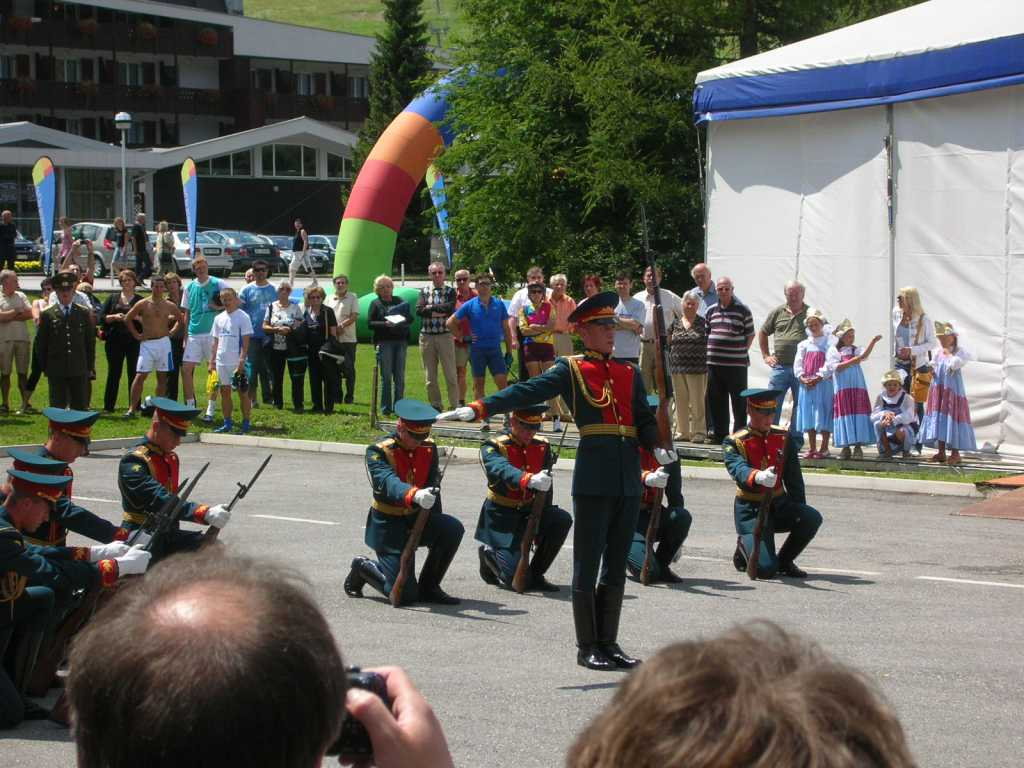 Ruski vojaki se predstavijo