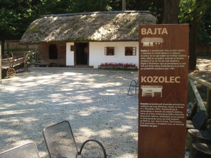 zoo zivalski vrt bajta kozolec