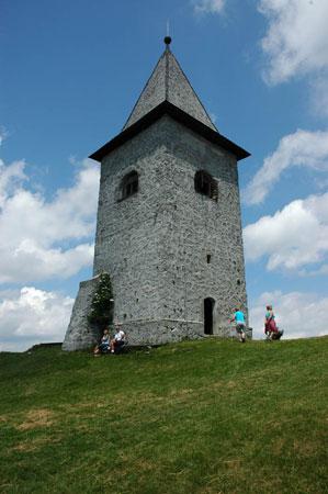 Samostojen zvonik pri cerkvi sv. Neže