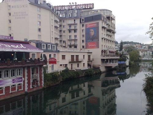 blogi 63 reka skozi lurdjpg Lurd (Francija)