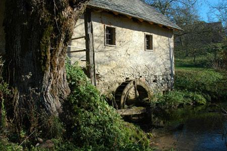 Spomin na nekdanje kmečko delo – Marjetičev mlin