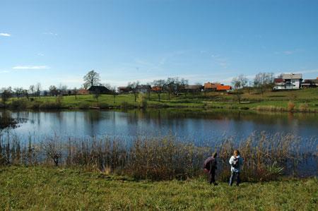 Štritovsko jezero v bližini naselja Štrit