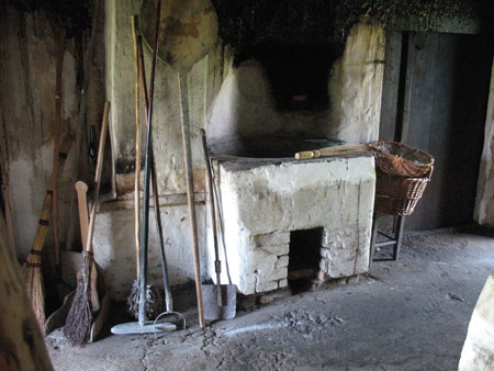 Svinjski kotel v črni kuhinji