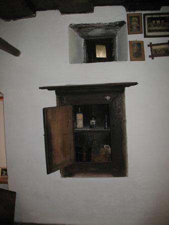 etno kmetije pocarjeva tabernakelj Pocarjeva domačija – velika zakladnica starin
