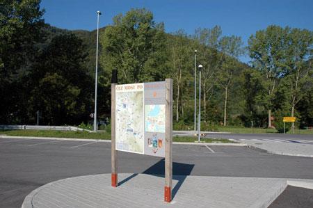 Informacijska tabla pri jezeru