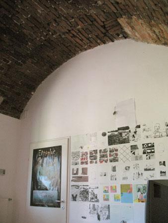 Od črne kuhinje je ostal samo strop