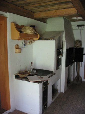 Bela kuhinja v Banovi hiši