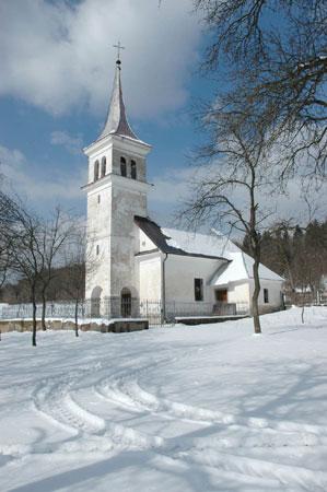 Podružnična cerkev sv. Antona Puščavnika na Babni Polici stoji na severnem robu vasi (757 m).
