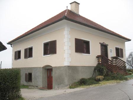 Mežnarija v vasi Malahorna.