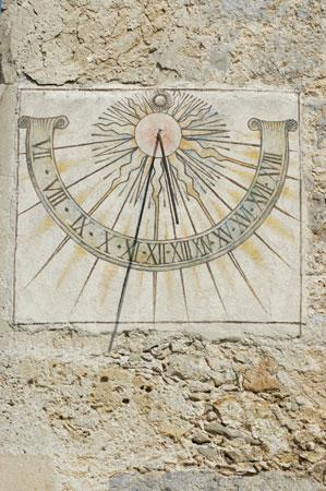 Sončna ura na južni strani cerkve Sv. Ruperta
