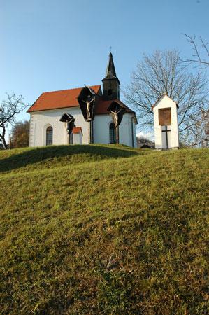 Križev pot in kapela Žalostne Matere Božje