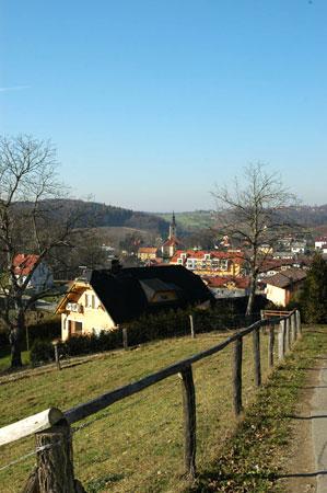 Pogled na Benedikt s cerkvijo v dolini Drvanje