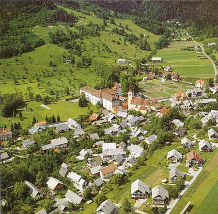 Središče Begunj s cerkvijo in gradom