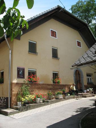 Obnovljena Robačnekova domačija z mlinom kot tehniško dediščino
