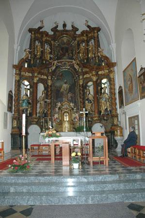 Notranjost cerkev sv. Miklavža bogati glavni oltar iz baročne dobe