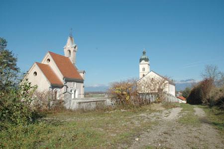 Grobna kapela rodbine Lazarini in ž. c. sv. Urha v Smledniku