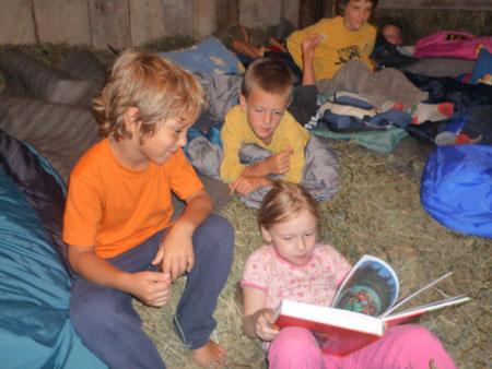 blogi 62 otroci ob seniku Mednarodni jezikovni poletni tabori za otroke na Kozjanskem - julij in avgust 2010
