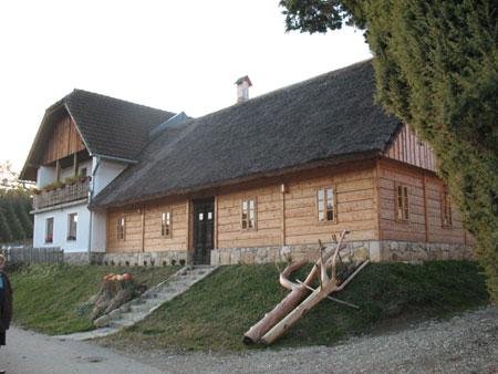Turistična kmetija Lovrečev breg z novo slamjačo