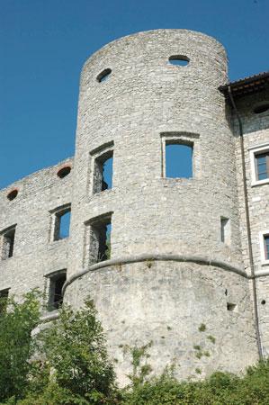 Pogled na del štanjelskega gradu