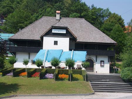 Lovski dvorec