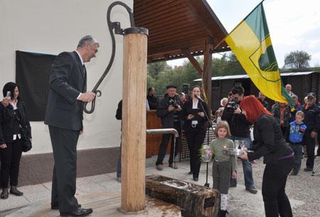 Odprtje vodnjaka na železniški postaji Zreče