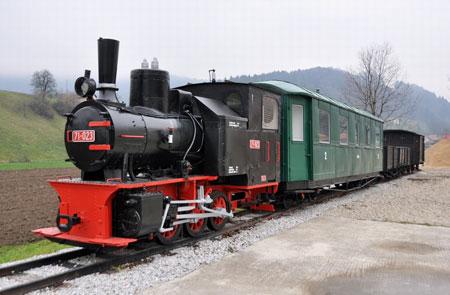 Vlak ozkotirne železnice