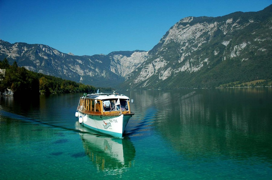 partnerji turisticna ladja Doživite Bohinjsko jezero malo drugače! Z ladjo Zlatorog v osrčju Triglavskega narodnega parka.