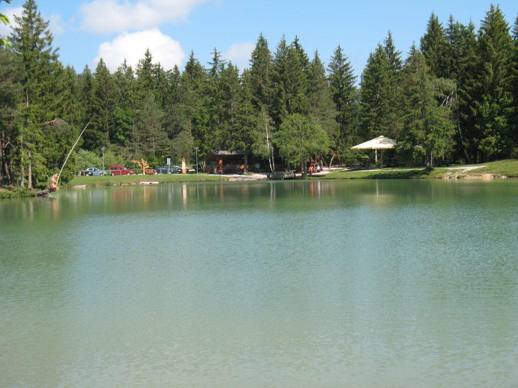 jezera blosko blosko jezero z brunarico Bloško jezero – skriti biser