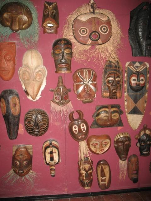 Del največje afriške zbirke v Sloveniji- F foita